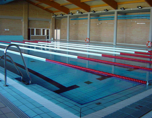 Pabell n polideportivo y piscina cubierta navatejera for Piscina polideportivo